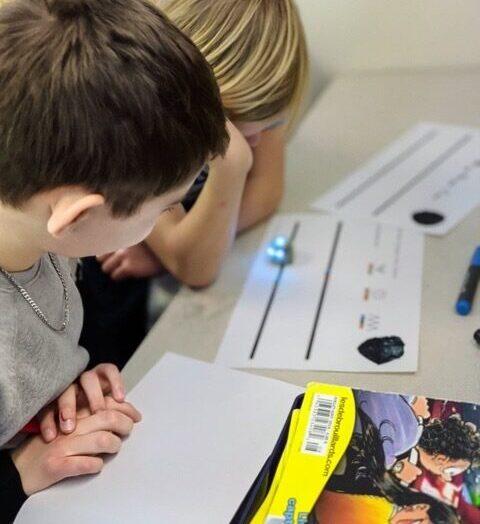 Atelier d'introduction aux robots Ozobot à l'école Sainte-Thérèse-de-l'Enfant-Jésus