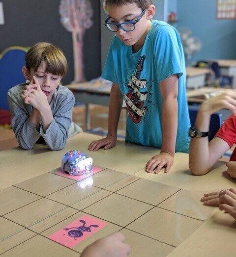 Activité robotique à l'école Prévost : résolution de problèmes et collaboration au rendez-vous!