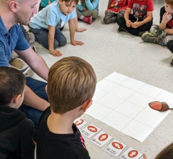 L'activité d'initiation à la robotique captive les élèves de l'école Prévost
