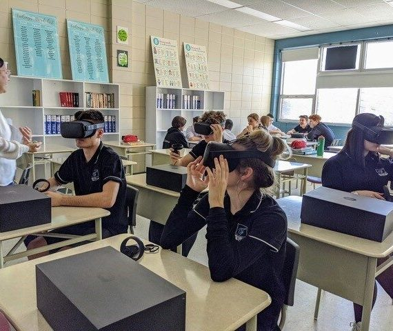 De la réalité virtuelle à l'école secondaire Émilien-Frenette